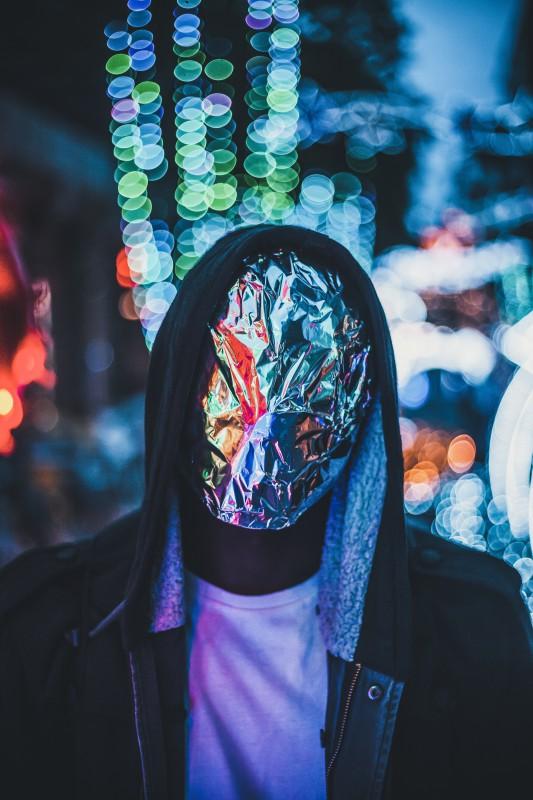 Man wearing tinfoil face mask.